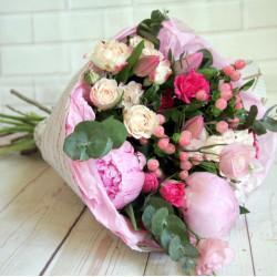 Букет «Букет пионов с тюльпанами»